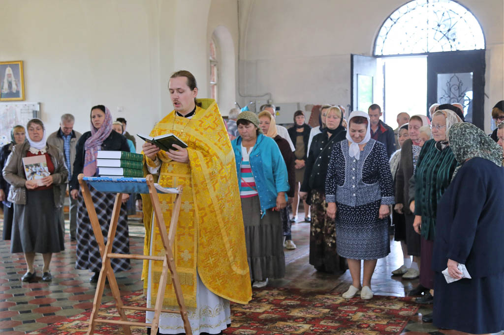 """Начало акции """"Библия за год"""" в Покровском храме"""