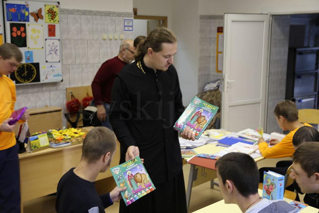 Занятия по духовно-нравственному воспитанию для воспитанников Коломенского детского дома-интерната «Планета детства» 14 сентября 2016 года