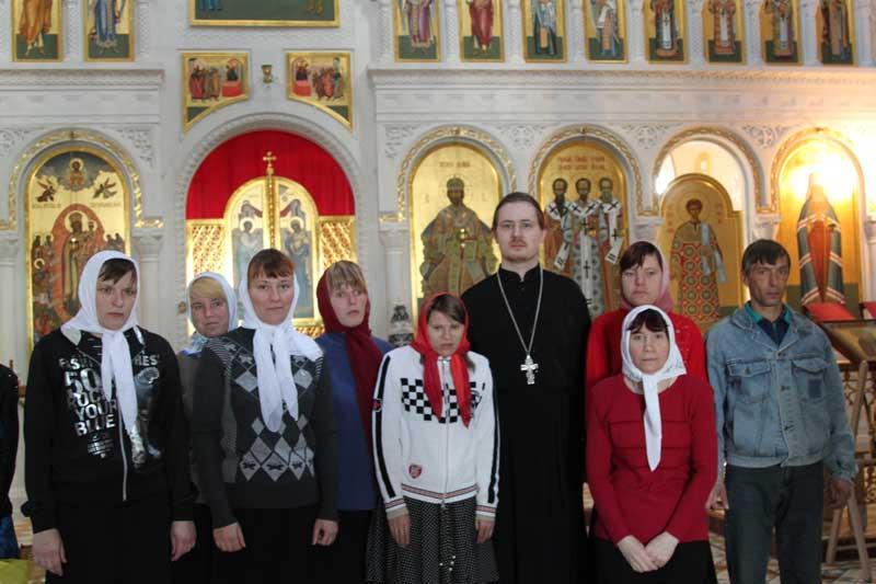 Воспитанники Черкизовского психоневрологического интерната в Коломенской Православной Духовной семинарии 24 апреля 2013 года