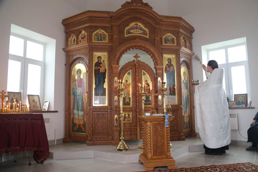 Освящение иконостаса в строящемся храме-часовне Смоленской иконы Божией Матери в деревне Молитвино 9 июня 2016 года