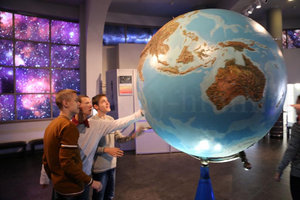 Воспитанники Коломенского интерната для детей-сирот в Московском планетарии, Московском зоопарке и Храме Христа Спасителя 21 октября 2015 года